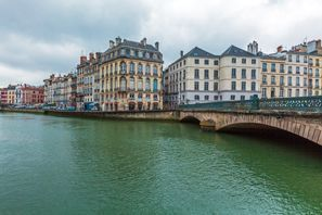 ايجار سيارات بايون, فرنسا